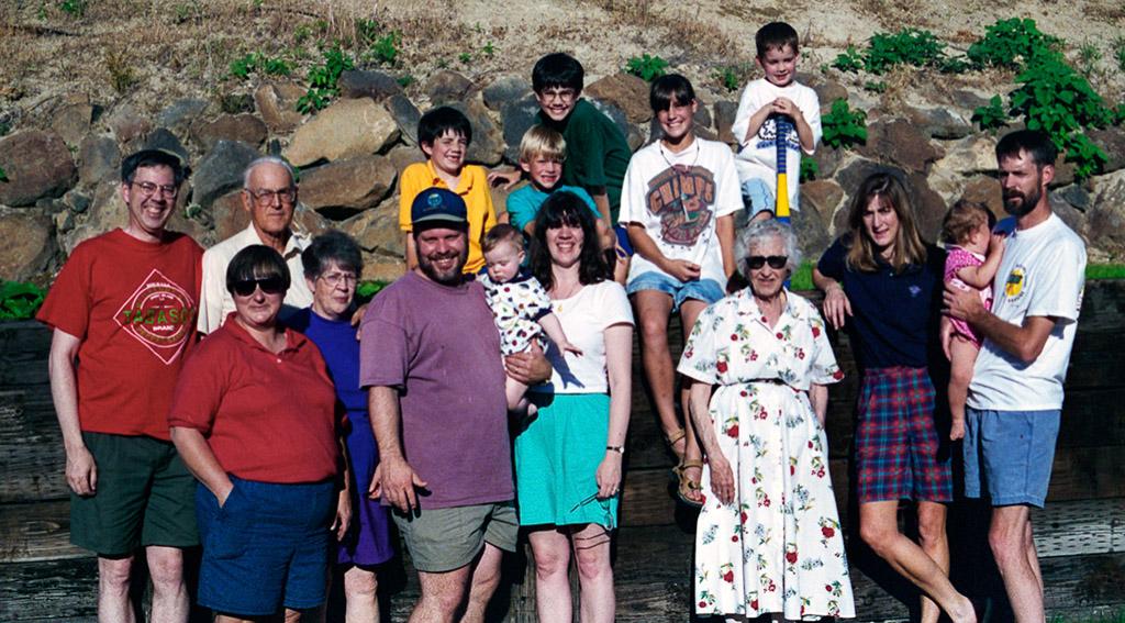 1996-06-29 The Family Gathers. Yakima, Washington. Richard, Dianne, Dan, Angie, Kelly, Michael, Gabe, Zach, Conrad, Lynn, Erin, Jo, Holland, LuAnn, Hannah and Ray