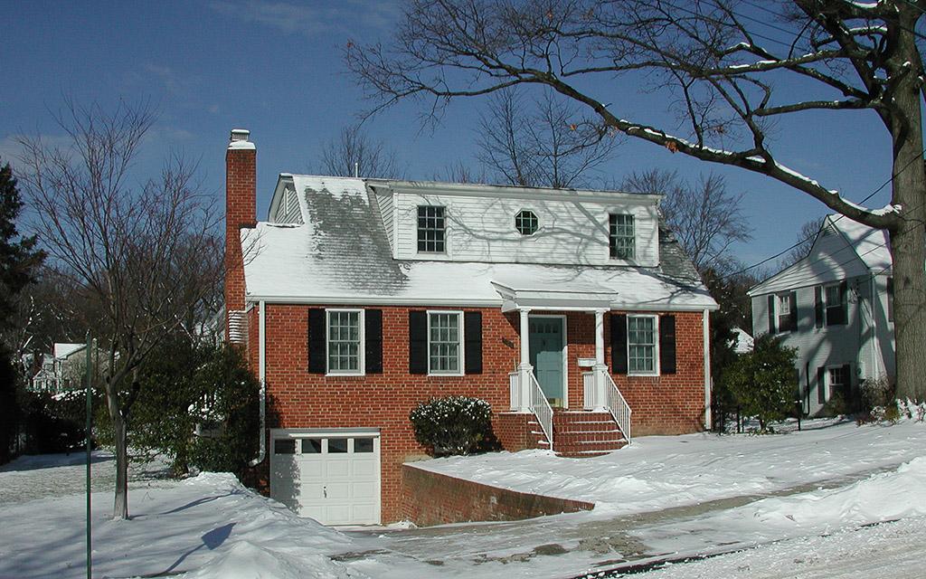 2005-01-23 A Winter's Snow Blankets Our House, Arlington, Virginia
