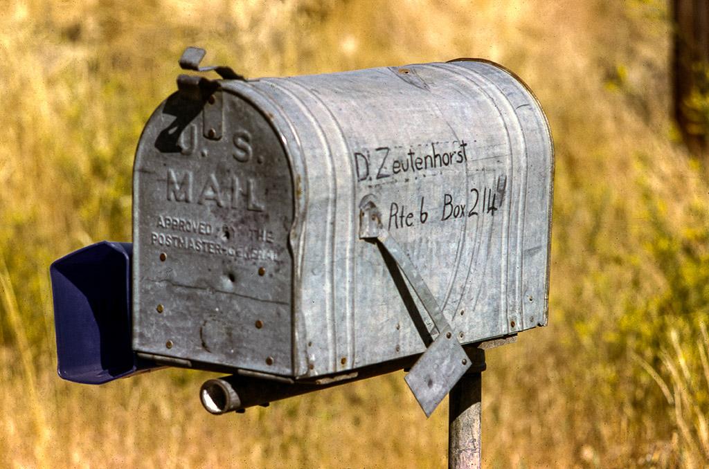 2005-12-20-Retro-1974-07-Ranch-Mailbox.jpg