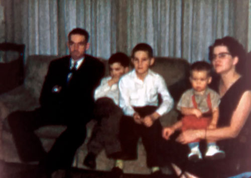 2010-09-09-Retro-1957-00-Family-Dean-Films.jpg