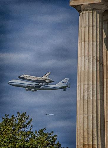 2012-04-17-Shuttle-Discovery-Lincoln-Memorial.jpg