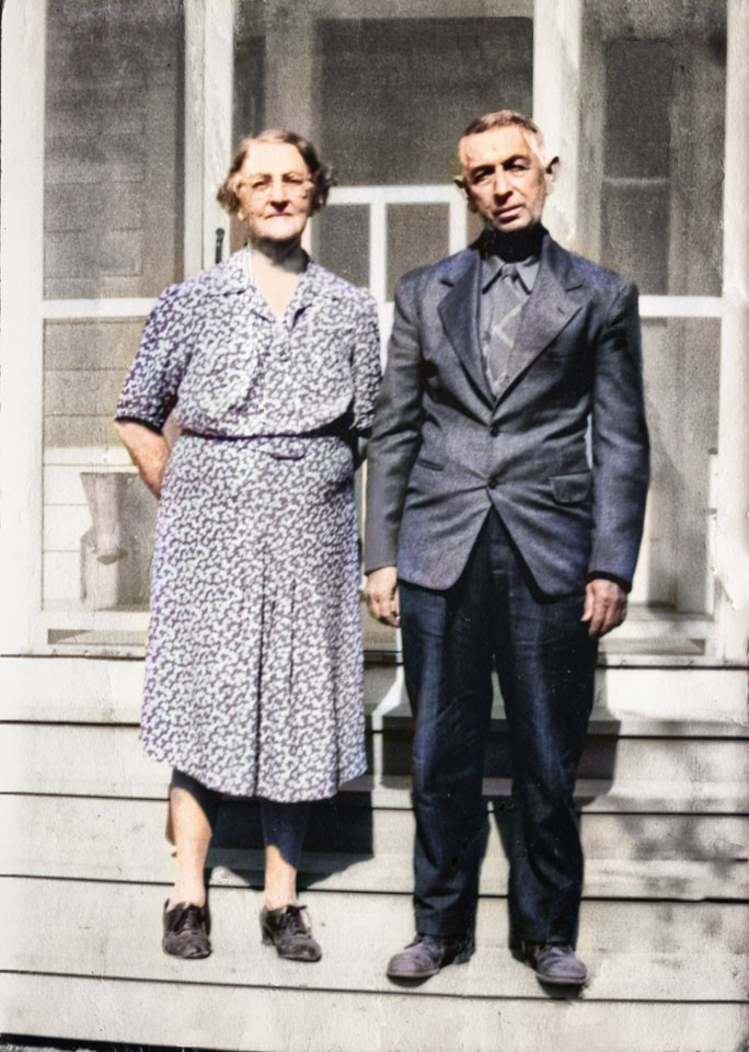 1943-Latour-Sophia-and-Arthur-colorized.jpg