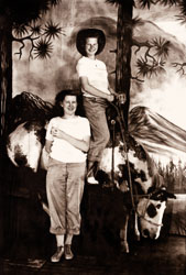1946-00-00c-Angie,-Dexter-and-the-Stuffed-Horse.jpg