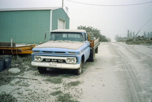 1980-05-19c_R02_s17-Ranch-Mount-St-Helens-eruption-ash-truck.jpg
