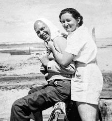 1940-00-00c-JML-ROB-Beach-roll102K-Edit.jpg