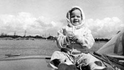 1961-08-15c-LDZ-on-Car-Hood-Beach_2-roll624K.jpg