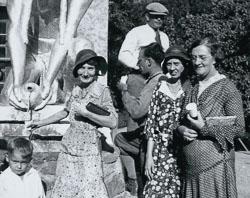 001-02-1931-07-00-Aunt-Lillian-Mornhinveg-Sylvestre-Unk-Sophie-Latour-et-al_DBC_r_cu.jpg